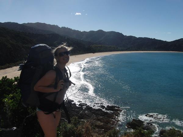 Auf meiner Weltreise gebe ich insgesamt weit mehr als € 5.000,- aus. Verrückt, sagen einige. Das Glück eines (Lebens)Traums, stelle ich hier während einer einmaligen Wanderung am Abel Tasman Coastal Track in Neuseeland fest.