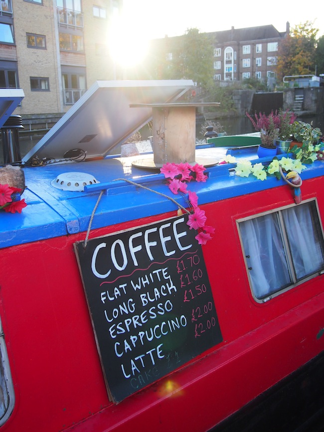Why not have coffee on a house boat? Check: Atmosphere like in Amsterdam on a canal in Hackney!