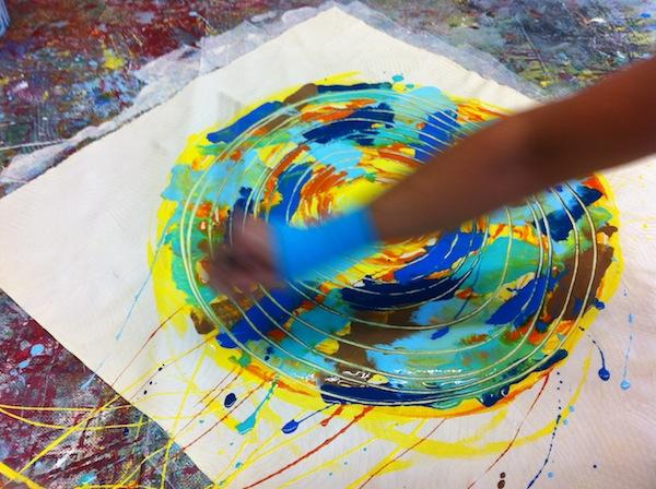 PanArt Malerei mit Claudia Sommerlat: Jedes Jahr lockt die Künstlerin zahlreiche Fans dieser besonders intuitiven & flüssigen Art der Malerei, die jedem gelingt, nach Salzburg.