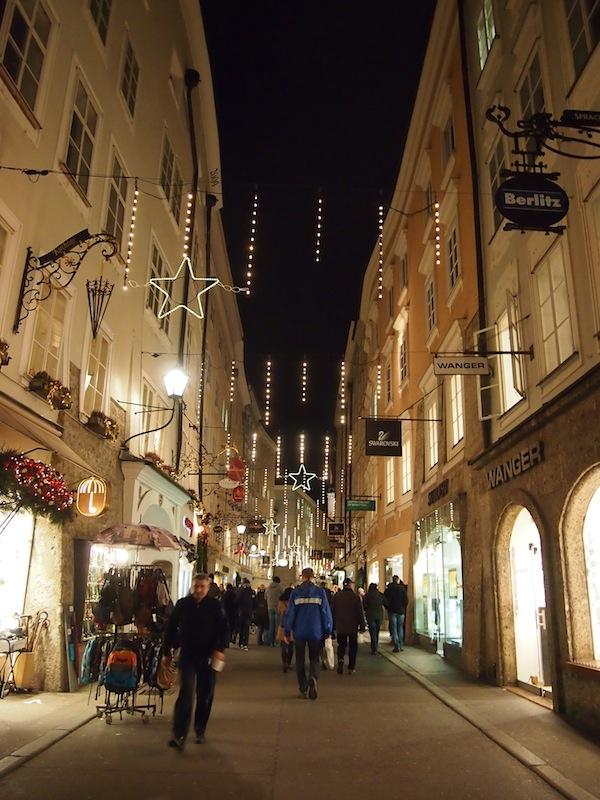 """Ein Rundgang durch die Stadt Salzburg ist vor allem Ende November / Anfang Dezember ein wahrer Stimmungsheber- und wem's draußen zu kalt wird, der findet an jeder Ecke """"eine gute Stube"""" (sowie natürlich, reichlich Bier!)."""
