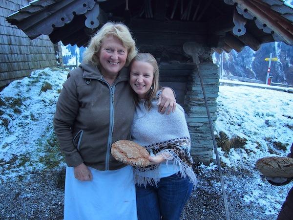 """Als Kreativ-Reisende, welche Roswitha schon im Juli 2011 im Rahmen eines ihrer """"Wie mache ich mir ein Butterbrot-Kurse"""" besucht hat, freue ich mich riesig ob des geglückten Wiedersehens in weiterer Funktion als Reiseberichterstatterin!"""
