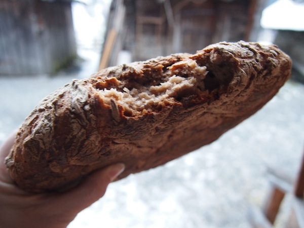 Zum Anbeißen: Frisch gebackenes Holzofenbrot ist wahrlich mit nichts zu vergleichen. Ein Traum!