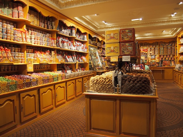 Ein Laden voller Schokolade & Süßigkeiten! Oh dear :)