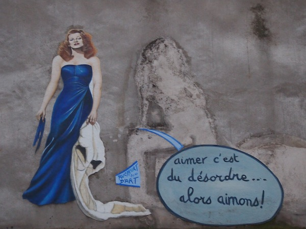 """Montmartre ist aber auch wirklich ein zauberhaftes Fleckchen für Fotografie. """"Lieben bedeutet Chaos, also lieben wir!"""""""