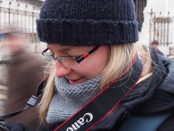 Meine Freundin Laurie Buchet und ich lachen über unser Anfängerglück: Professionelle Fotowanderungen in der Stadt Paris machen richtig Spaß! Nähere Infos zum Thema gibt's auch auf der Kreativ-Plattform der Stadt: www.creativeparis.info
