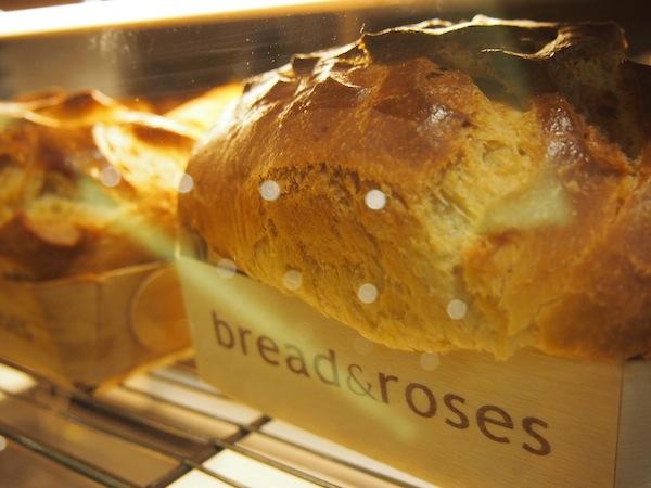 """Aaah, die französischen Bäckereien ... Wir lieben sie. Hier im (der Name ist Programm) """"Bread & Roses""""!"""