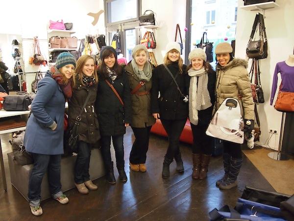 Spaß hat, wer kreativ ist: Unsere Mädls aus Frankfurt sind zum ersten Mal in Wien und gleich restlos von der Stadt und ihrer Kreativ-Szene begeistert!