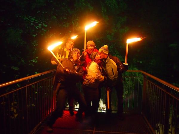 """Hier wird nicht lange """"herumgewickelt"""": Noch am selben Tag melden wir uns im Schladminger Tourismusbüro für die jeden Mittwoch Abend um 20.00 Uhr stattfindende Fackelwanderung von Schladming in das romantische Untertal Richtung Rohrmoos an. Sehr zu empfehlen!"""