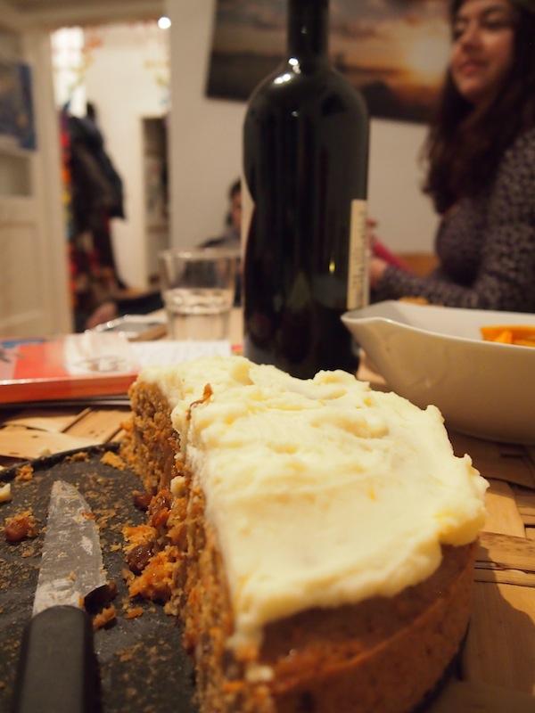 Mahlzeit ! Mit Karottenkuchen ... :)