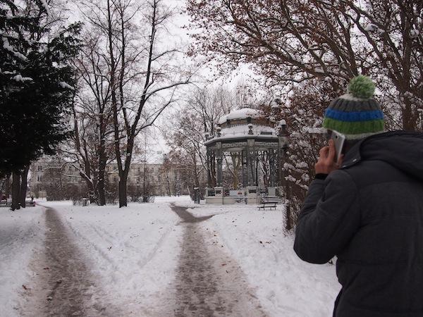 Auf dem Weg zu Stille & Genuss gilt es bei Winterwanderungen a) den richtigen Weg einzuschlagen und b) Mobiltelefone am besten auszuschalten ..