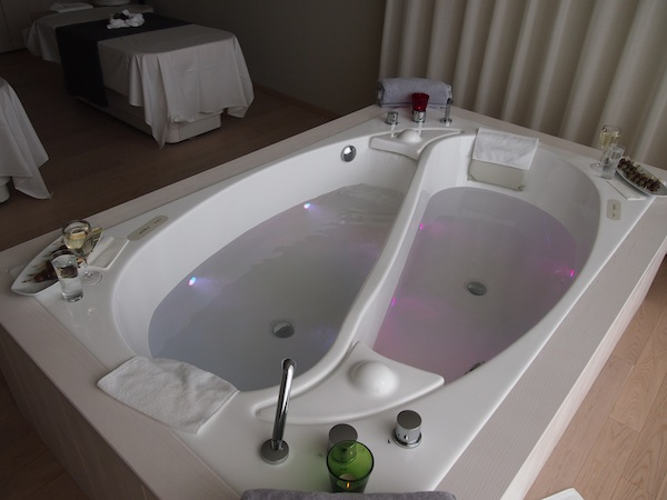 Kein alltägliches Bade-Erlebnis: Wer hat Lust auf eine traumhafte Stunde zu zweit ... ?