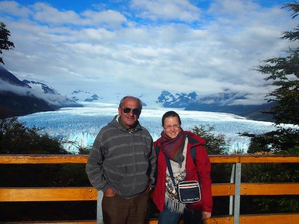 Mit-Taxifahrer-und-persönlichem-Reiseführer-Carlos-am-Perito-Moreno-Gletscher.j