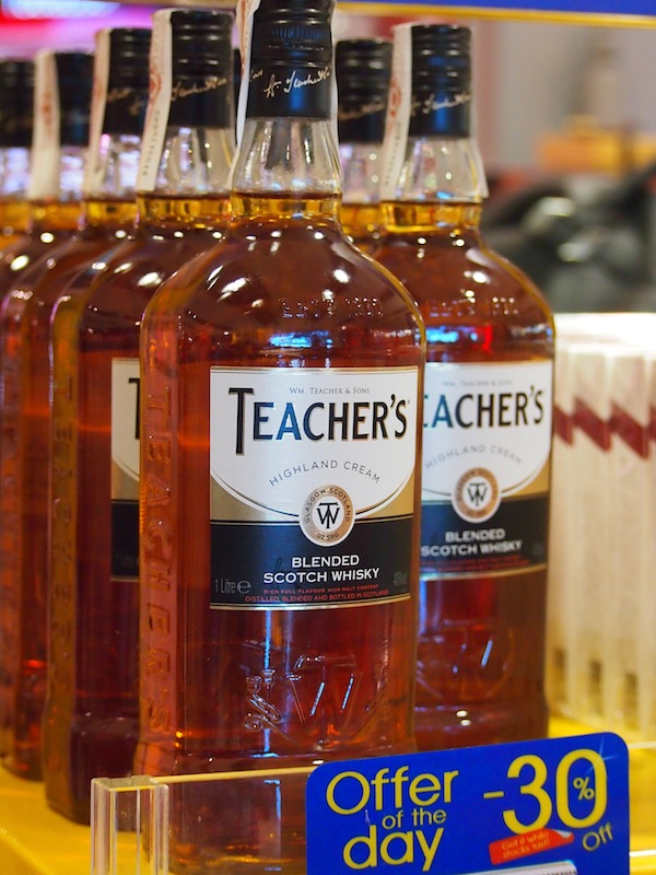 """Teacher's Whisky"" from Scotland: A great travel companion during a 24-hour flight delay ..."
