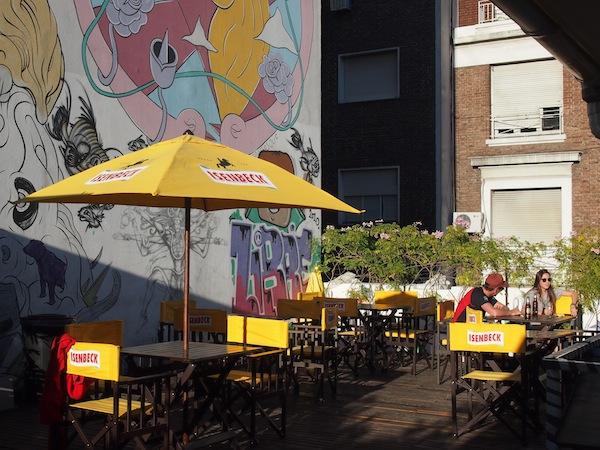 Die gemütliche Sonnenterasse lädt Backpacker & Reisefreunde zum Austausch und Kennenlernen ein, spontan haben wir hier auch gleich unsere Buenos Aires-Greeter Tour mit Joaquín begonnen :)