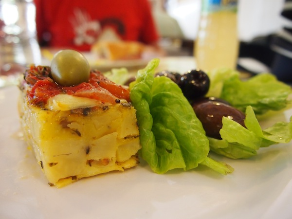"""Buenos Aires lädt ein, um umgerechnet ca. €7 für """"ein Kilo"""" essen zu gehen: Für nicht mal €3 finde ich dieses Mittagessen in einem ideenreichen Imbiss-Shop wirklich ausgezeichnet."""