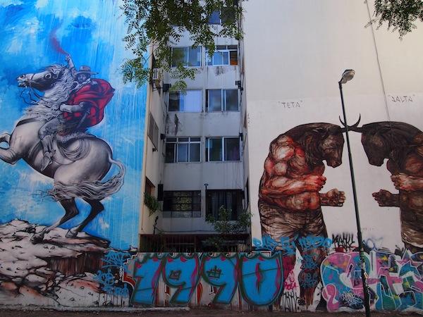 2011 fand das erste große Graffiti Street Art Festival in Buenos Aires, in dessen Zuge diese beiden Wände eines Wohnhauses bemalt wurden. Urbane Kunst in geballter Vielfalt!