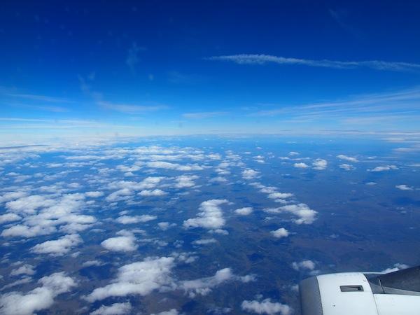 Die Reise alleine ist spektakulär genug, wenn nach langer Flugzeit über dem Meer die erste Landzunge des südamerikanischen Kontinents wieder auftaucht: Willkommen auf der Insel Feuerland!
