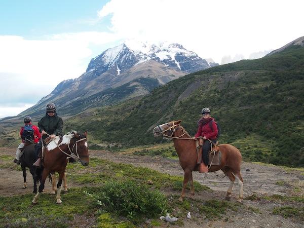 Das bin tatsächlich ich hier auf dem Pferd: Mit Blick auf Torres del Paine. Einfach atemberaubend ... :)
