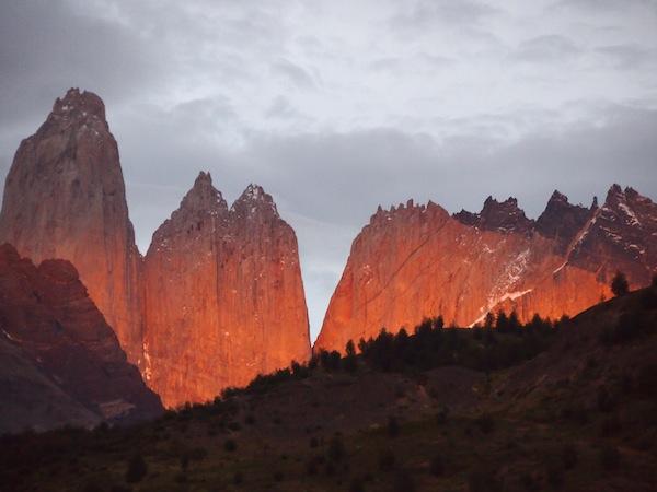 Dieser Sonnenaufgang ist es wert: Sieben Uhr morgens im Nationalpark Torres del Paine.