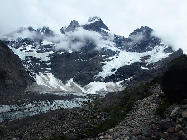 Gerade noch rechtzeitig bestaunen wir am dritten und letzten Tag unserer Wanderung den mächtigen Gletscher des Valle Frances.