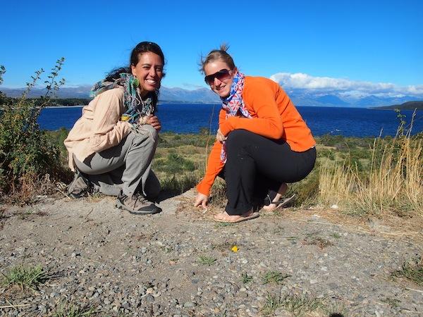 Vor dem Lago Nahuel Huapi nahe der Stadt Bariloche, mit Analia Garcia meiner persönlichen Begleitung für einen Tag.