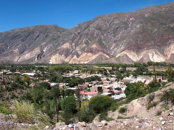Wir fahren entlang der berühmten Quebrada-Straße ganz im Norden Argentiniens, in der Provinz Jujuy Richtung Ocumazo, mein Aufenthaltsort für drei Tage.