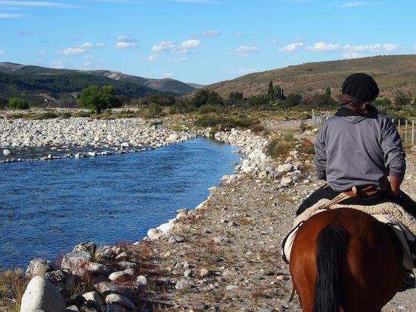 """Die Spezialisierung dieser Familie ist die """"Cabalgata"""": Reiterferien mit Halbtages-, Tages- oder Mehrtages-Exkursionen hoch zu Ross."""
