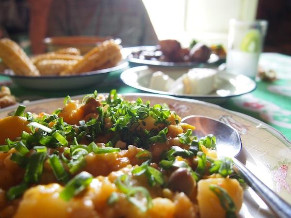 """Einer der großen Vorteile des """"Turismo Vivencial"""" mit einheimischen Familien: Das Essen kommt immer frisch auf den Tisch und schmeckt dank der guten Landwirtschaft hervorragend!"""