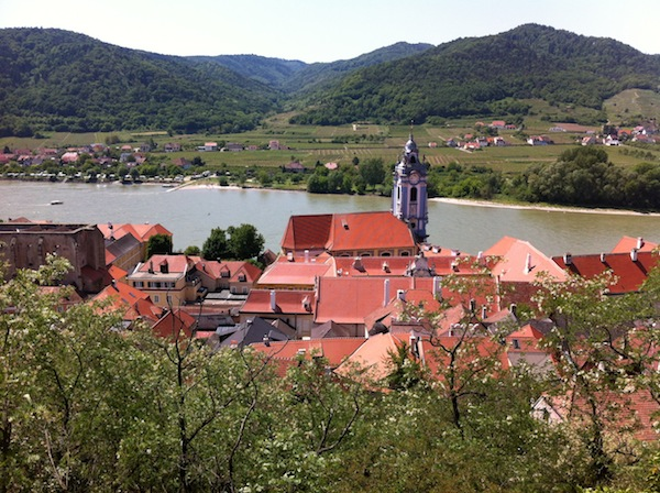 Dürnstein in der Wachau gehört zu den am meist besuchtesten Urlaubszielen in ganz Österreich, vor allem internationale Flusskreuzfahrt-Touristen legen hier gerne an. Ein selbstverständlicher Umgang mit Englisch sowie weiteren Fremdsprachen gehört hier mittlerweile zum Standardwerk für alle Tourismus-Mitarbeiter.