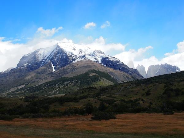 Wer hätte gedacht, dass ich genau drei Monate später TATSÄCHLICH, und noch dazu auf Einladung, vor dieser gewaltigen Bergkulisse des Torres del Paine-Massiv stehen würde? DANKE an das Hotel Las Torres, welches meinen Aufenthalt ermöglicht und unterstützt hat.