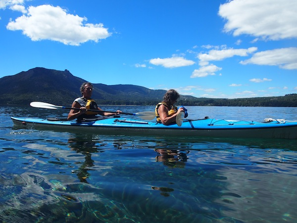 The clear blue waters of the lake are just too tempting … The perfect spot for a kayak tour on the quiet lake outside of town.