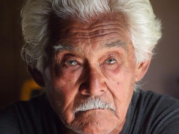 ... dieses Porträt ist vom 86-jährigen Großvater der Familie, welcher gemeinsam mit uns bei Tisch sitzt, lauscht, diskutiert - und anschafft: So viel Energie muss schließlich sein ;)