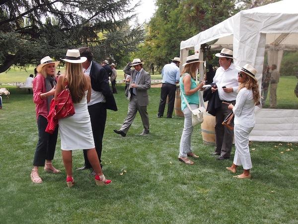 Zur formellen Eröffnung eines Neubaus des erst acht Jahre alten Weingutes sind zahlreiche nationale und internationale Gäste / VIPs geladen .. so auch wir!