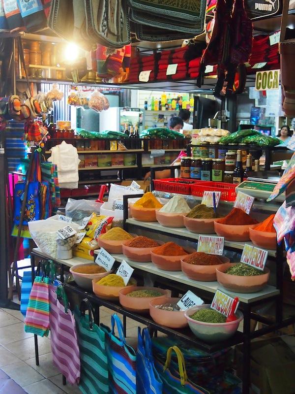 Zu guter Letzt begebe ich mich noch auf den Markt von Salta, um hier Ausschau nach einem ganz persönlichen Calabaza bzw. Trinkgefäß für meinen Mate zu halten ... Schöne Souvenirs an die Zeit in Südamerika müssen schließlich sein, und die Yerba Mate hat es mir besonders angetan!