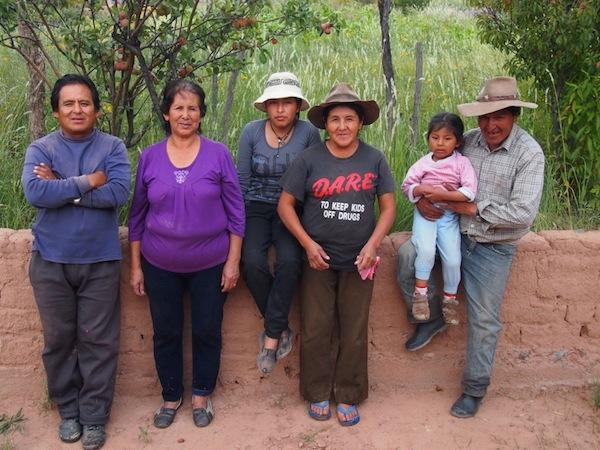 """Schließlich: """"Meine"""" Ocumazo-Familie im nördlichen Argentinien nahe der Grenze zu Bolivien und Chile, die mich mit viel Herz und Weltoffenheit empfangen haben."""
