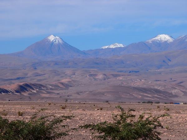 Der Blick auf die umliegende Landschaft fasziniert mich zu jeder Zeit: Hier die Cordillera de los Andes mit ihren typischen Vulkanbergen. Wow!
