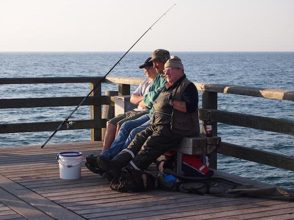 Jeder hat das Recht auf eine Pause: Fischer beim After-Work-Chillen.