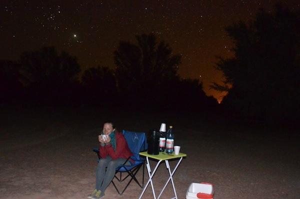 Da es nachts kühl wird, hilft ein wenig Tee zwischendurch: Jorge hat an alles gedacht ;)