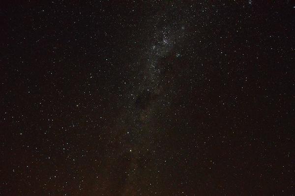 Dieser Sternenhimmel begeistert und beeindruckt mich: Dank ausgeklügelter Teleskope nehmen wir Sterne und Planeten ganz genau unter die Lupe, es folgt eine genaue Erklärung über die Einteilung des Himmels, der Planeten und Gestirne. Spannend!