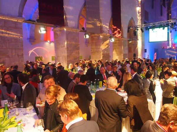 Zahlreiche Gäste & Prominenz aus Küche & Keller haben sich zum Top-Event des Jahres in der Minoritenkirche in Krems-Stein eingefunden, die mit ihrem spektakulären Ambiente den idealen Rahmen für eine derartige Veranstaltung bietet.