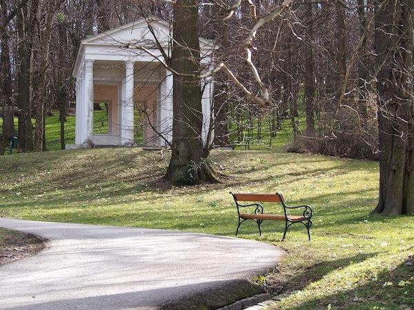 Zahlreiche Stadtparks, wie hier in Pötzleinsdorf im 18. Wiener Gemeindebezirk, laden zu ausgedehnten Spaziergängen ein ...