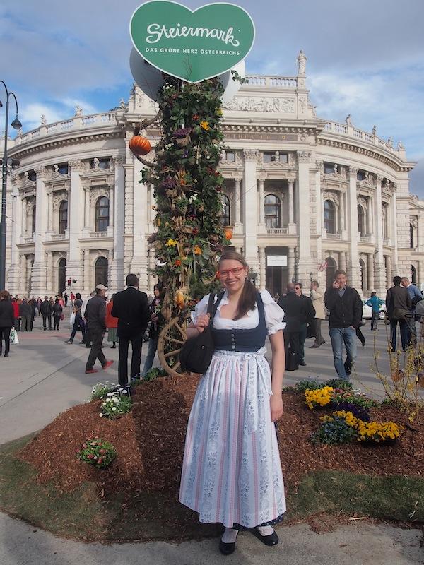 Zur Begrüßung: Die Eröffnung des Steiermarkdorfes am Wiener Rathausplatz, gegenüber dem Burgtheater: Willkommen!