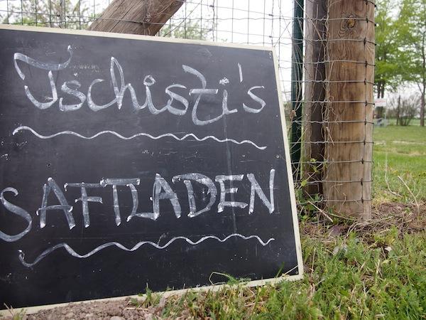 Tschisti's Saftladen: Ein echter Saftladen im besten Sinne! Hier bekommt man köstliche Jausen und gute Säfte mitten im Obstgarten samt vielen Geschichten der Familie serviert – einmalig gut. We like!