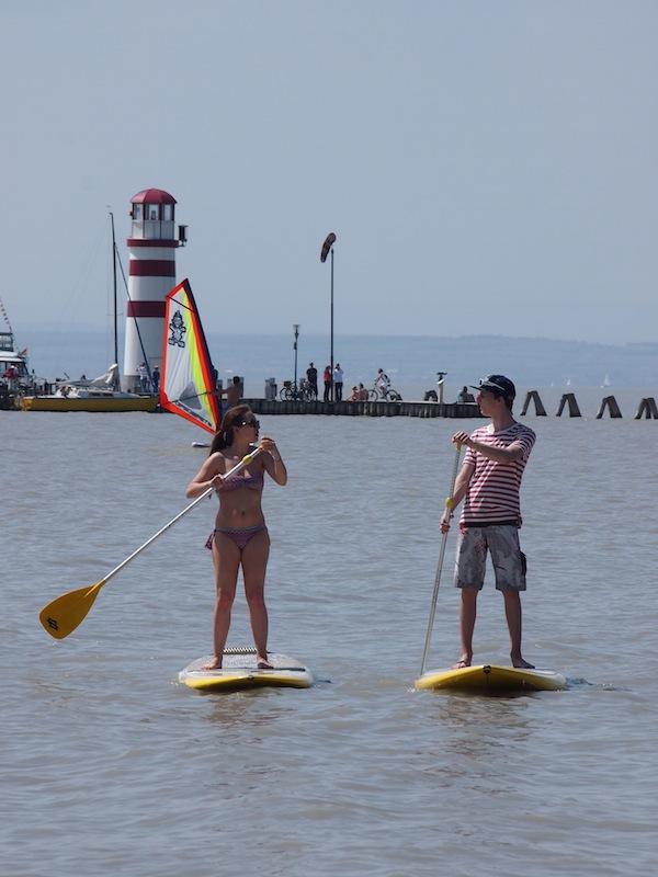 Gechillt: Stand-Up-Paddler am Neusiedlersee im Rahmen des Surfworldcup Podersdorf.