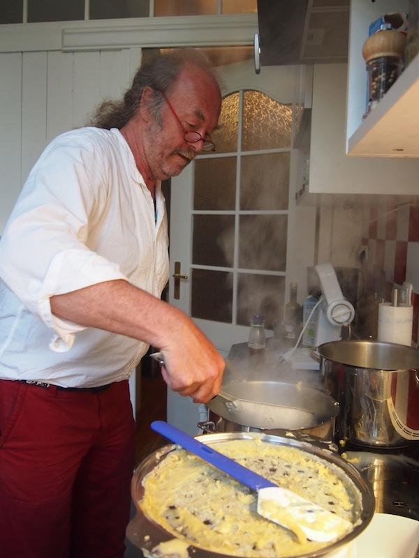 Der Vorteil hier: Abends kochen die Gastgeber selbst und beziehen dabei auch gerne ihre Gäste mit ein. Lecker!