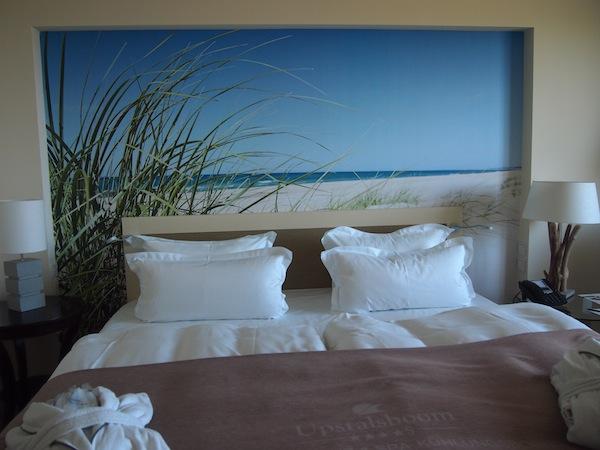 """Das Hotel Upstalsboom mitten an der Strandpromenade von Kühlungsborn ist einfach """"a Waunsinn"""", würden wir Österreich sagen. Seht Euch das nur an und werdet schön neidisch!"""