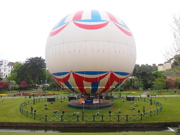Heißluft-Ballonfahrten werden direkt im Stadtzentrum von Bournemouth organisiert.