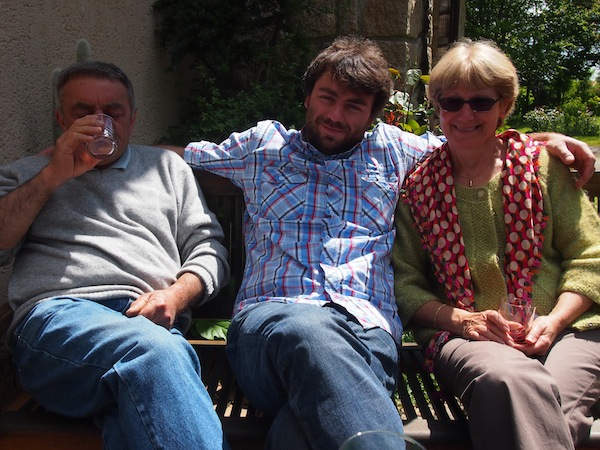 Meet a real French family over drinks & hugs!