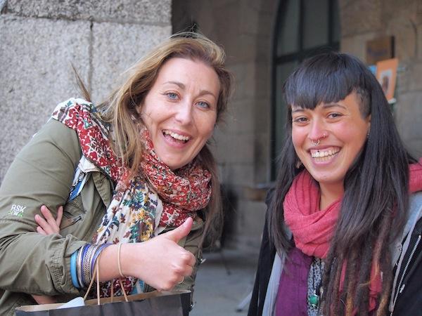 """""""Gib dem Tourismus ein Gesicht"""": Der Name ist Programm. Als erfahrene Touristikerin & Einheimische stellt Sandra die Kontakte zu sämtlichen alternativen Besucher-Erlebnissen wie individuellen Verkostungen, exklusiven Einblicken und kreativen Kursen her."""