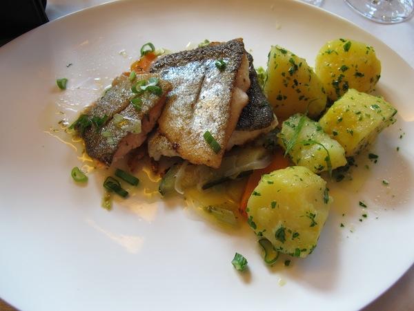 Zu genießen gab's köstliche Ybbsbach-Forelle direkt aus der nahen Umgebung in den Mostviertler Bergen.